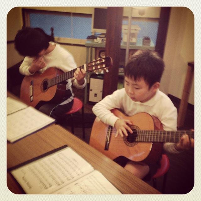 喫茶スロース こどもギター教室