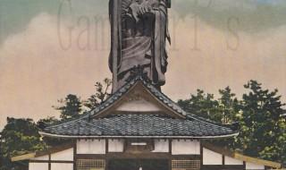 弘法山山頂に立つ、「弘法さん」